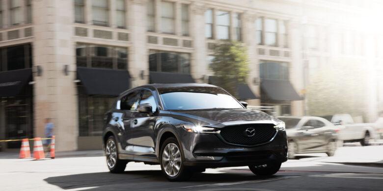 Devant du Mazda CX-5 2020 gris