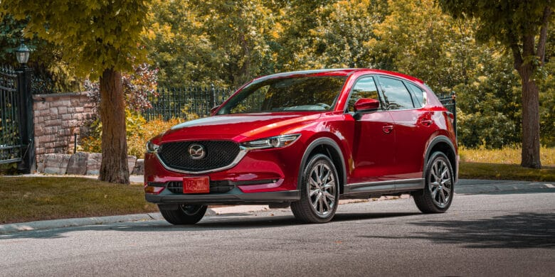 Devant du Mazda CX-5 2020 rouge