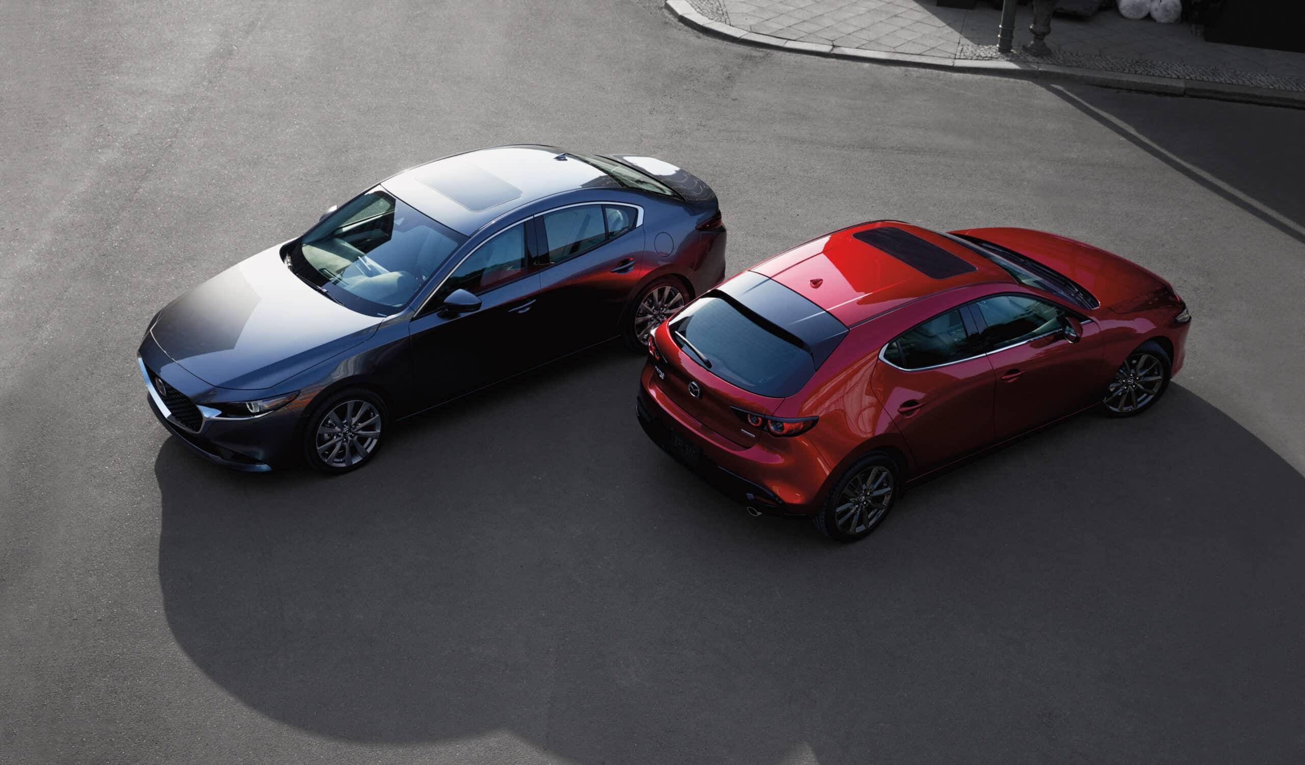 Mazda3 2020 berline et Mazda3 2020 sport côte-à-côte