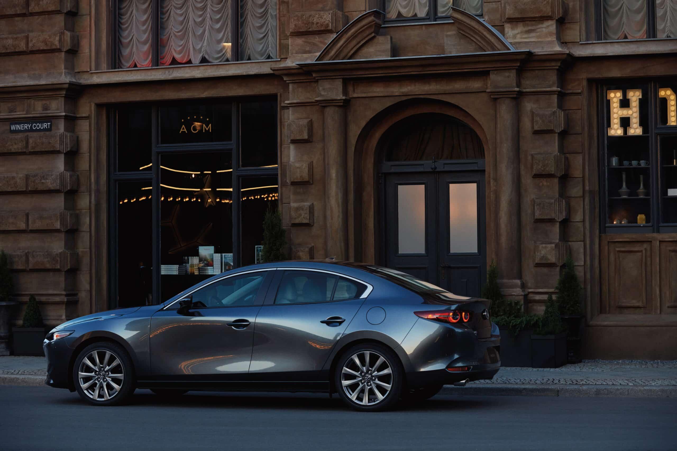 Mazda3 2020 berline vue de côté