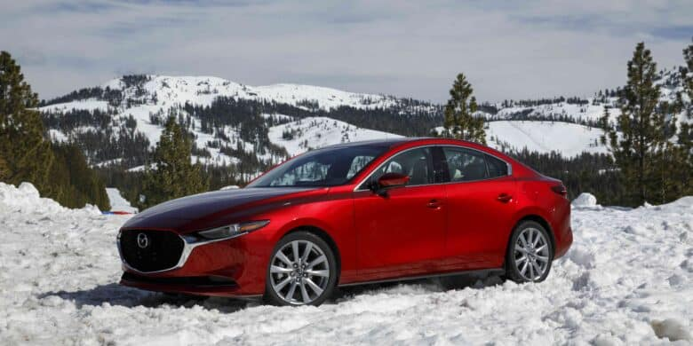 Mazda3 2021 sur un terrain enneigé